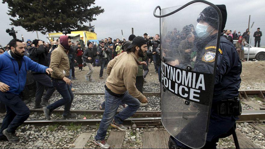 Греция: тысячи мигрантов провели ночь под дождем