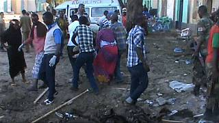 At least 30 dead in double bombing in Somalia