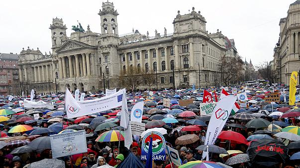 """""""Não quero ir à escola"""" - protesto de alunos e professores na Húngria"""