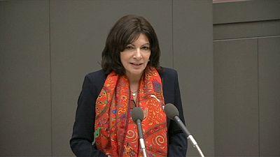 La alcaldesa de París en Japón para reconquistar a los turistas nipones