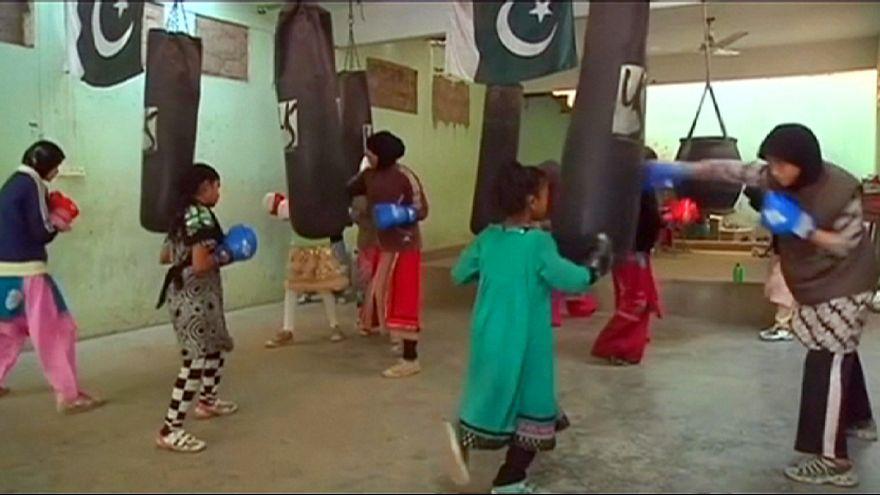 Pasión por el boxeo femenino en un humilde barrio de Karachi