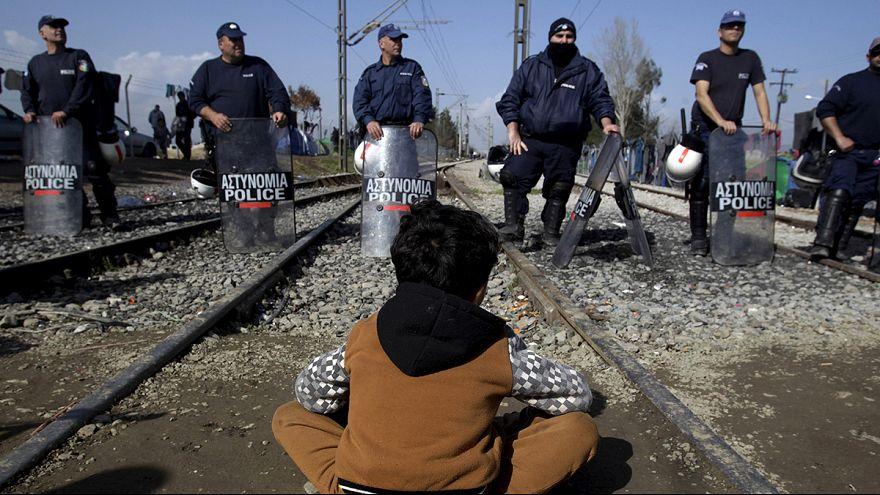 100 ezer menekült ragadhat Görögországban, Athén ezért Ausztriát okolja és Uniós segélyt kér