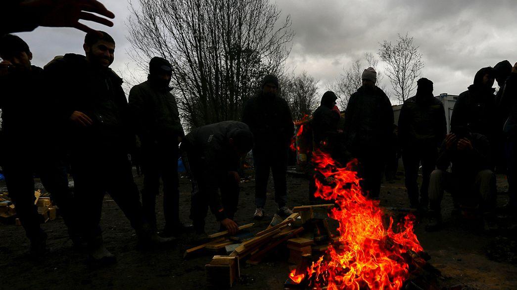 """Le démantèlement de la """"jungle"""" de Calais se poursuit sous haute protection policière"""