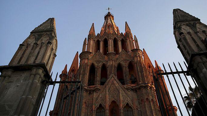 ضحايا اعتداءات جنسية من قبل رجال دين يطالبون بمقابلة البابا