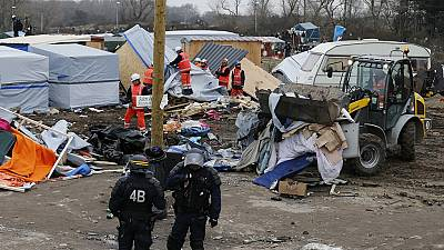 Calais : le démantèlement de la partie Sud du camp des migrants se poursuit