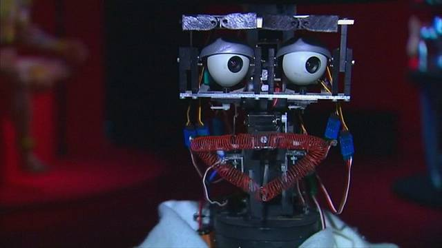 Paris'te sanat eleştirmeni bir robot