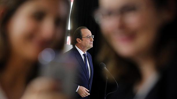 Online abuse sours Hollande's use of live video application Periscope