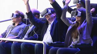 Realidade virtual: Acelerar e gritar numa montanha russa sem sair do lugar
