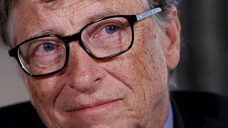 """Crises e filantropia """"empobrecem"""" lista de bilionários da Forbes"""