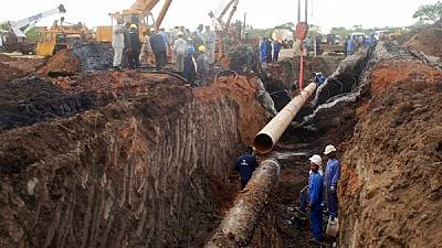 Uganda agrees with Tanzania to build oil pipeline