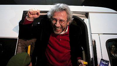 Erdogan dice que no respetará la decisión de liberar a los dos periodistas acusados de espionaje