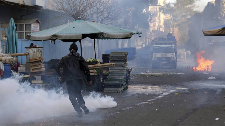 Manifestation violemment réprimée à Diyarbakir