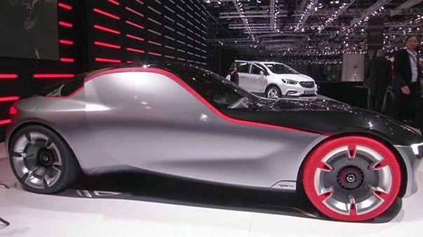 """""""تشيرون"""" تخطف الأضواء في معرض جنيف الدولي للسيارات"""