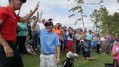 Golf: un 11enne realizza un hole-in-one davanti agli occhi di Tiger Woods