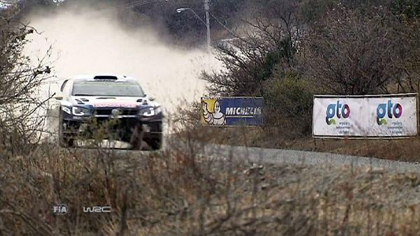 "Andreas Mikkelsen ""pisa a fondo"" en el Rally de México"
