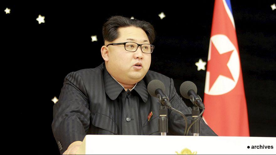 """Kim Jong-un ordena a su Estado Mayor preparar el arsenal atómico para utilizarlo """"en cualquier momento"""""""