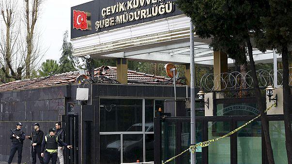 مقتل شرطييْن تركييْن وإصابة العشرات في هجوم استهدف مركبة عسكرية جنوب شرق تركيا