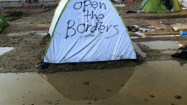 Makedonya sınırında bekleyen sığınmacılar salgın hastalık riskiyle karşı karşıya