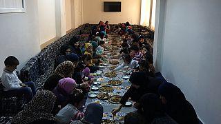 زنان و کودکان بی سرپرست سوری در آقچه قلعه ترکیه