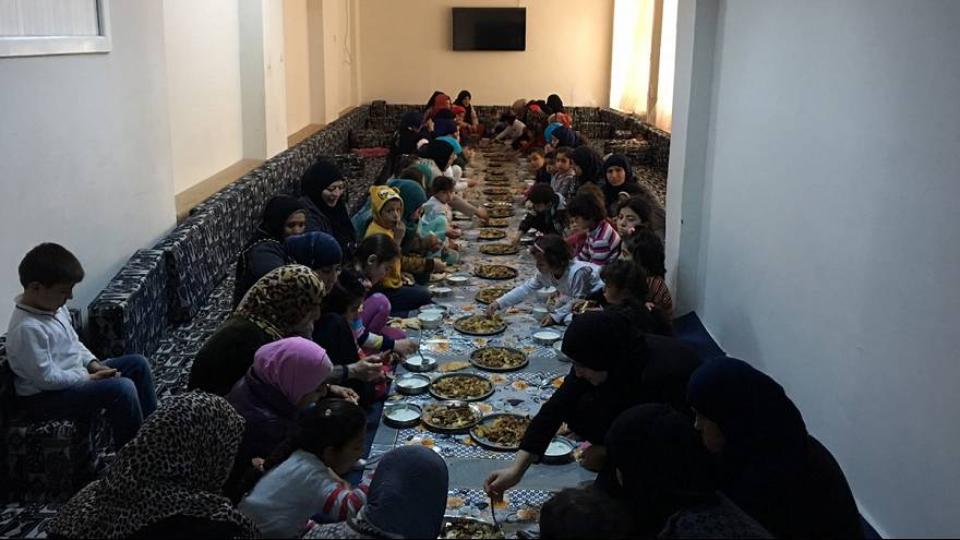 В турецком Акчакале приютили сирийских вдов и детей