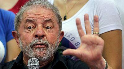 Brésil : après son interpellation, l'ex-président Lula se défend