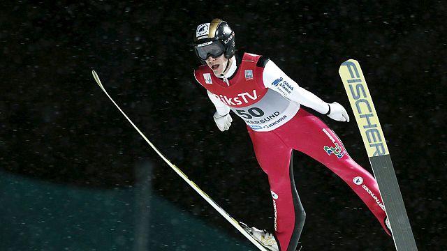 Saltos de esqui: Koudelka festeja primeira vitória do ano