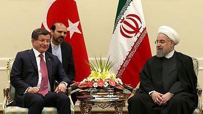Irán y Turquía se comprometen a triplicar sus intercambios comerciales