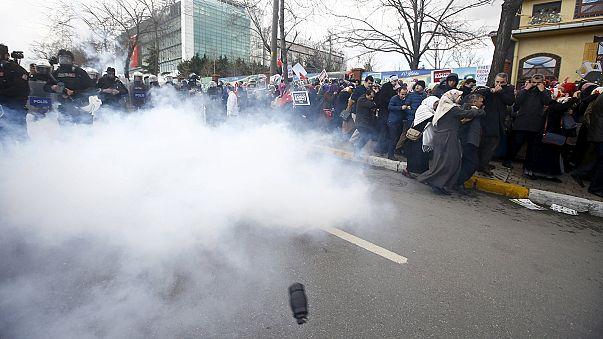 Más cargas policiales y gases lacrimógenos en Turquía