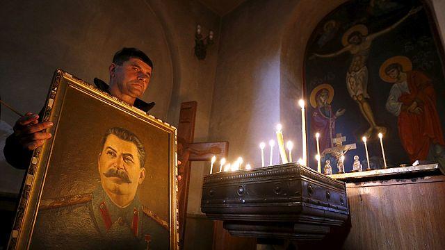 """""""Патриоты и государственники"""" приготовили """"две гвоздики для товарища Сталина"""""""