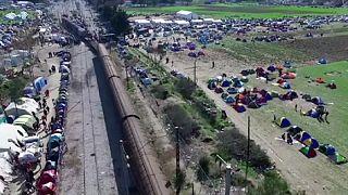 Υλικό από drone με τους πρόσφυγες που είναι εγκλωβισμένοι στην Ειδομένη