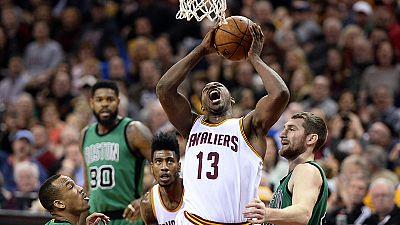 Nba: Cleveland piega Boston 120-103, LeBron ne fa 28 e supera Duncan