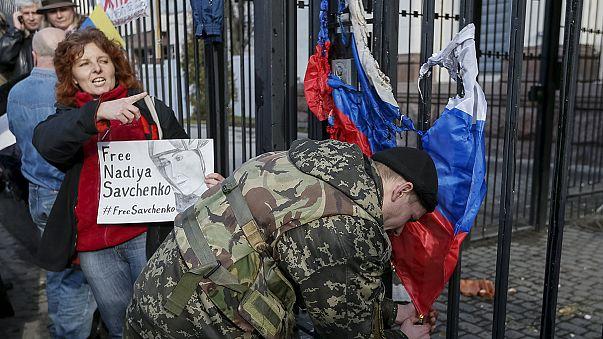 Az orosz fogságban tartott ukrán pilótanő mellett tüntettek Kijevben