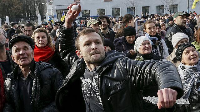Суд над Савченко: посольство РФ в Киеве забросали яйцами