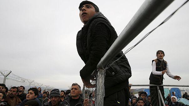 """UE quer encerrar """"rota dos Balcãs"""" a refugiados nos próximos dias"""