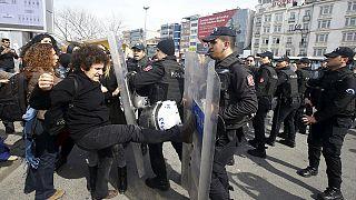 Kadınlar Günü yürüyüşüne polis müdahalesi