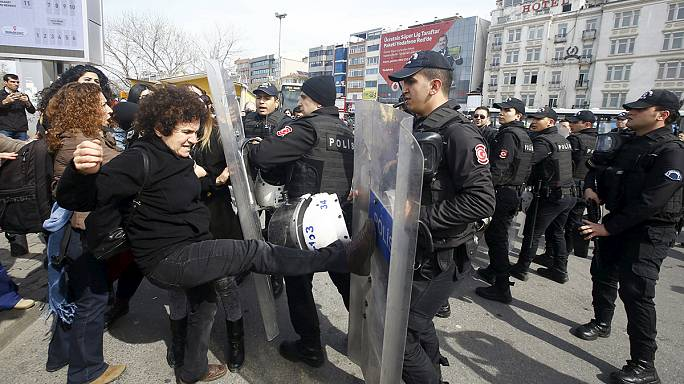 Women march in Turkey but are confronted by police