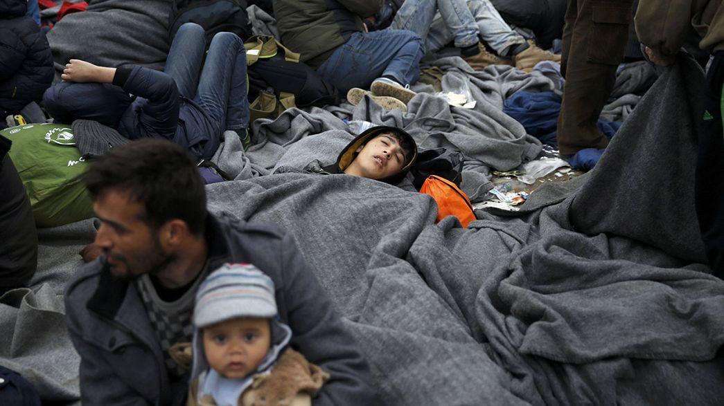 Tausende verbringen die Nacht an Griechenlands Grenze zu Mazedonien