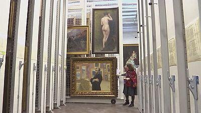 Russos e britânicos deixam tensão política de lado e trocam obras de arte