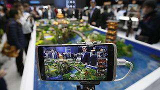 الحكومة الأمريكية تفرض قيودا على شركة زي تي أي الصينية