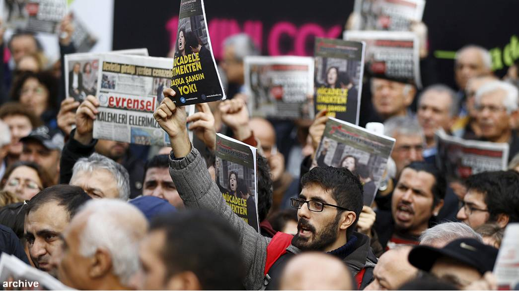 EU warns Turkey over press freedom