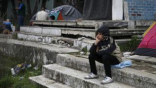 Presos entre a Grécia e a Macedónia os refugiados desesperam