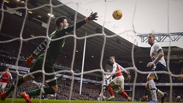 El empate entre Tottenham y Arsenal acerca un poco más al Leicester al título liguero