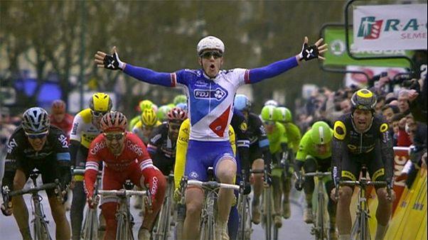 Parigi-Nizza, sprint di Démare. Matthews resta in maglia gialla