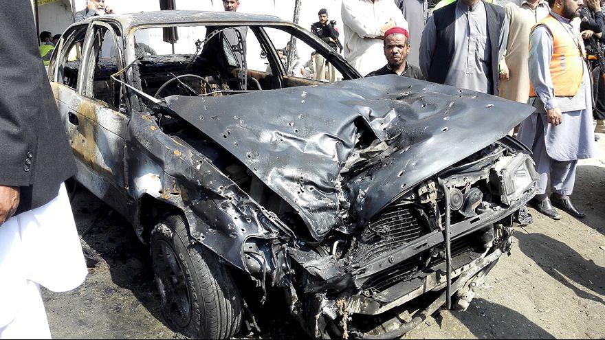 """Пакистан: группировка """"Джамат-уль-Ахрар"""" устроила взрыв у здания суда"""