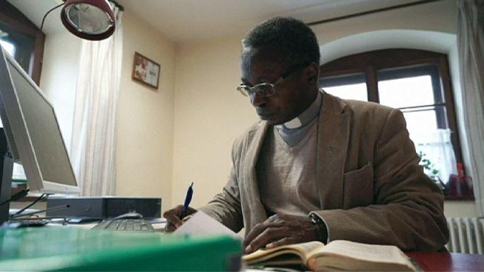 ألمانيا: راهب من أصل كونغولي يستقيل من منصبه بسبب تهديدات بالقتل