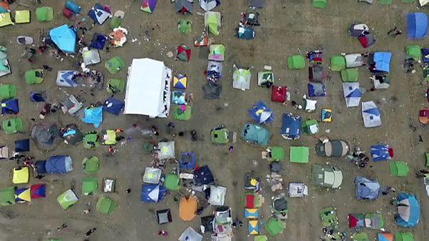 Imagens aéreas sobre campo de refugiados grego