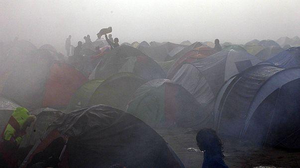 """اللاجئون العالقون في ايدوميني بصوت واحد :"""" أصبحنا لعبة في أيدي أوروبا """""""