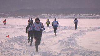 Maratona, spettacolo di ghiaccio sul lago Baikal