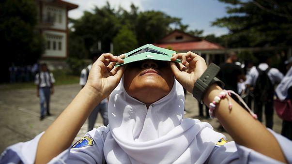Rengeteg turista kíváncsi a napfogyatkozásra