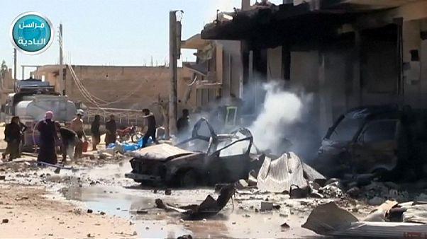 19 قتيلا على الأقل في غارة جوية على سوق للوقود في محافظة ادلب شمالي سوريا